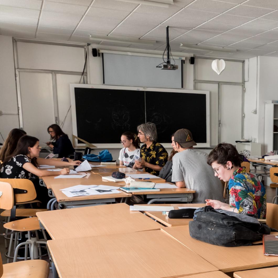 Convocatòria de beca adreçada a investigadors que vulguin fer una estada a la Direcció d'Educació de l'OCDE per treballar en recerca comparada a nivell internacional sobre l'assessorament i l'aprenentatge mutu dels sistemes educatius dels diferents països.