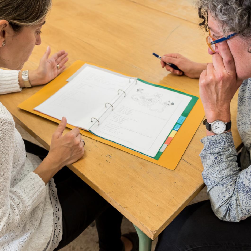 Com podem redissenyar la primera trobada amb les famílies per millorar el seu compromís amb l'educació dels alumnes al centre? Aquesta crida busca centres educatius que desitgin repensar les trobades amb les famílies, amb l'objectiu d'elaborar propostes i solucions dirigides a generar una nova rela…