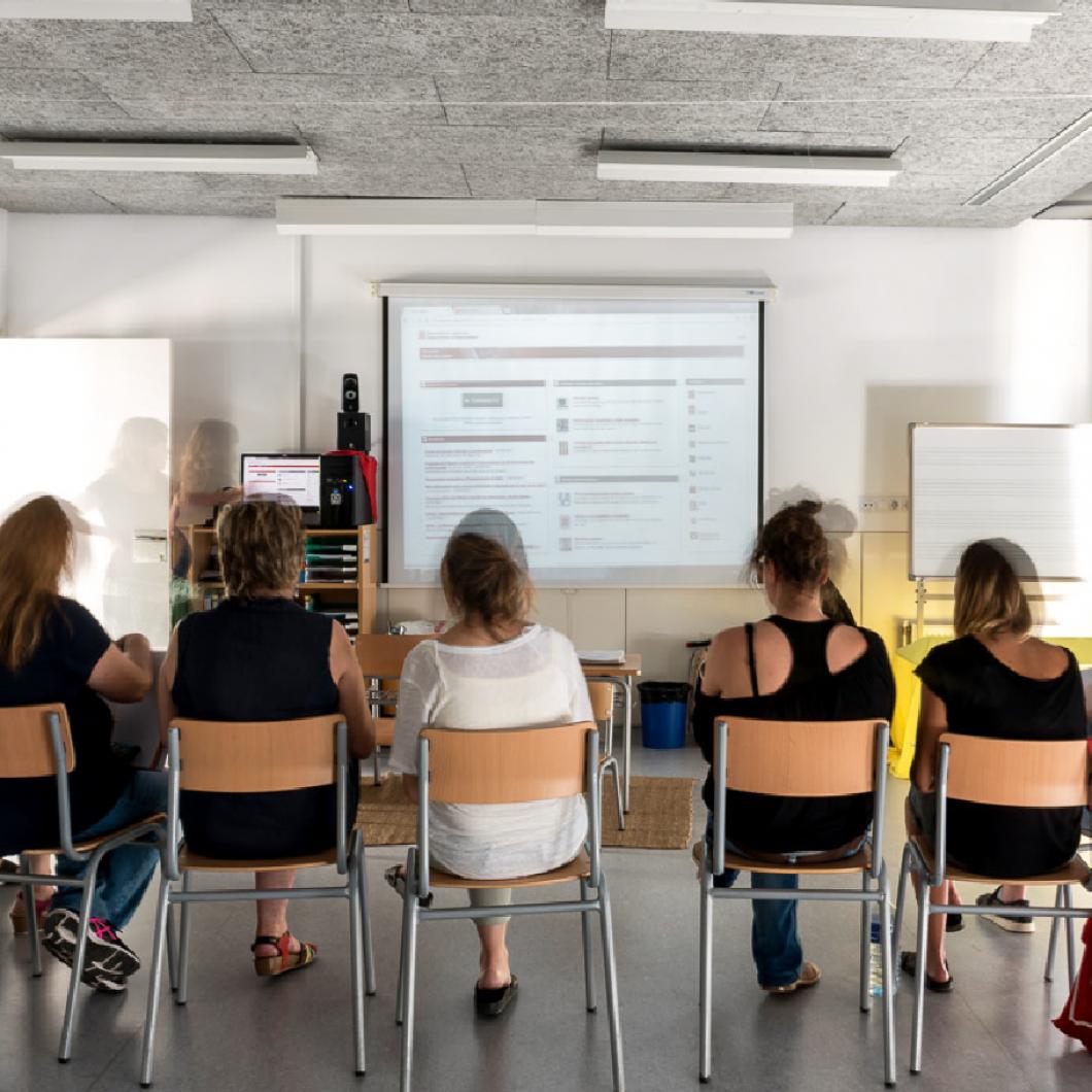 Una plataforma per bastir associacions amb organitzacions clau a nivell internacional (fundacions, think tanks i organitzacions de la societat civil) d'es d'on ajudar a impulsar canvis educatius i en l'aprenentatge.