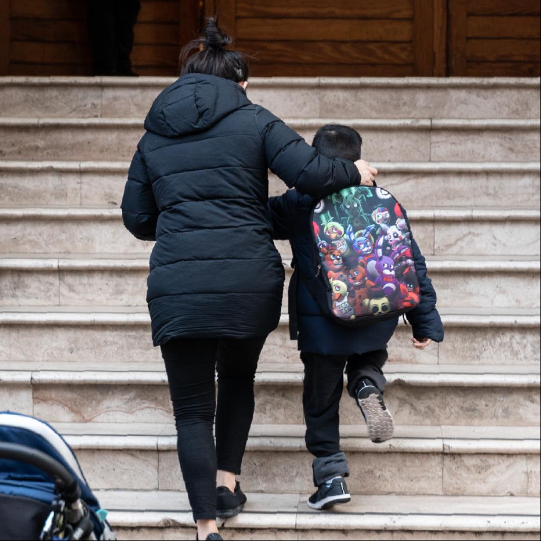 Com seran les famílies amb fills, d'aquí a 5-10 anys? Quines pautes de vida tenen els pares i mares avui que ens poden explicar com seran en un futur? Quines són les tendències familiars que impactaran en l'educació en la propera dècada? Aquestes són algunes de les preguntes que es volen respondre …