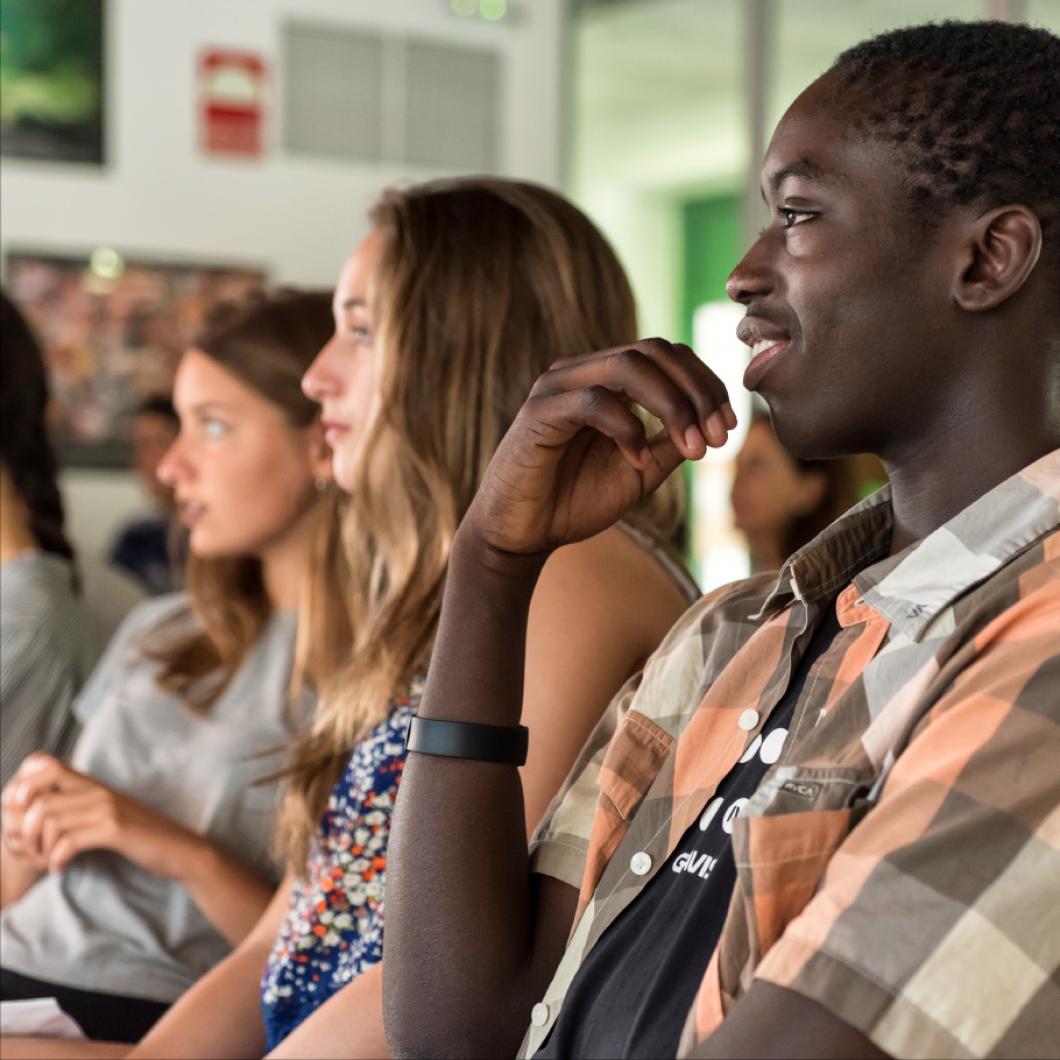 Aquest informe analitza les magnet schools dels EUA com una estratègia d'innovació educativa per combatre la segregació escolar i garantir una oferta educativa d'alta qualitat per a tot l'alumnat.