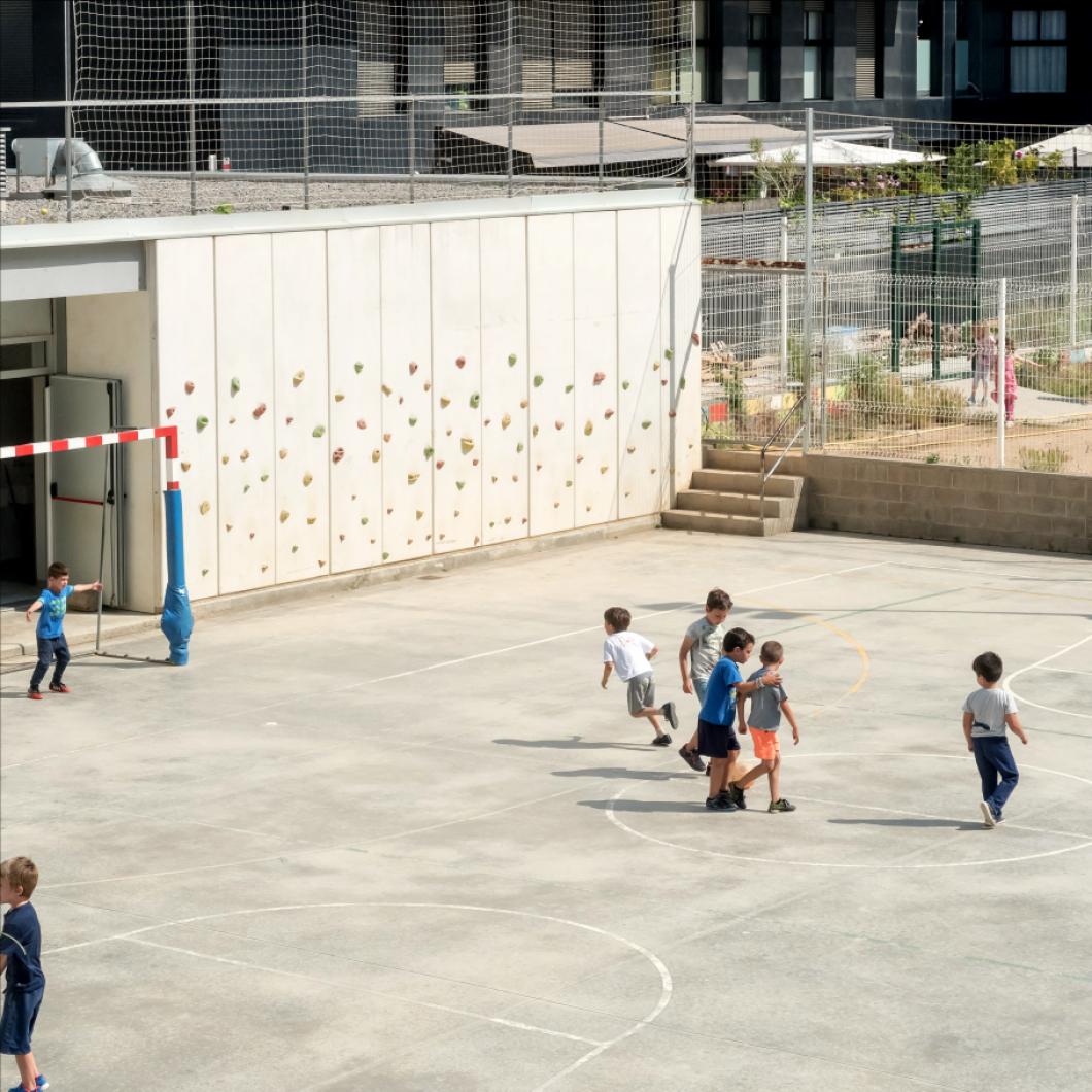 L'Ajuntament de Barcelona obre 65 patis escolars. Es vol optimitzar l'ús dels centres escolars i potenciar la seva vessant social i educativa. En el marc d'aquesta iniciativa, la Fundació fa un procés d'assessorament, acompanyament i avaluació del projecte impulsat per l'Institut Municipal d'Educació de Barcelona (IMEB).
