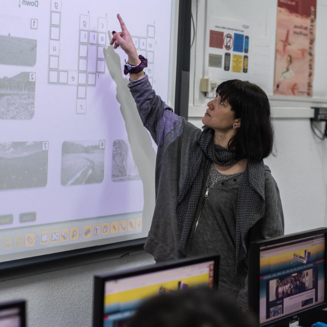 Plantegem explorar el coneixement disponible sobre la matèria, tant de  la recerca i dels programes d'intervenció com dels professionals implicats, per poder-lo convertir en una agenda clara i ambiciosa de propostes d'actuació social i política per Catalunya.