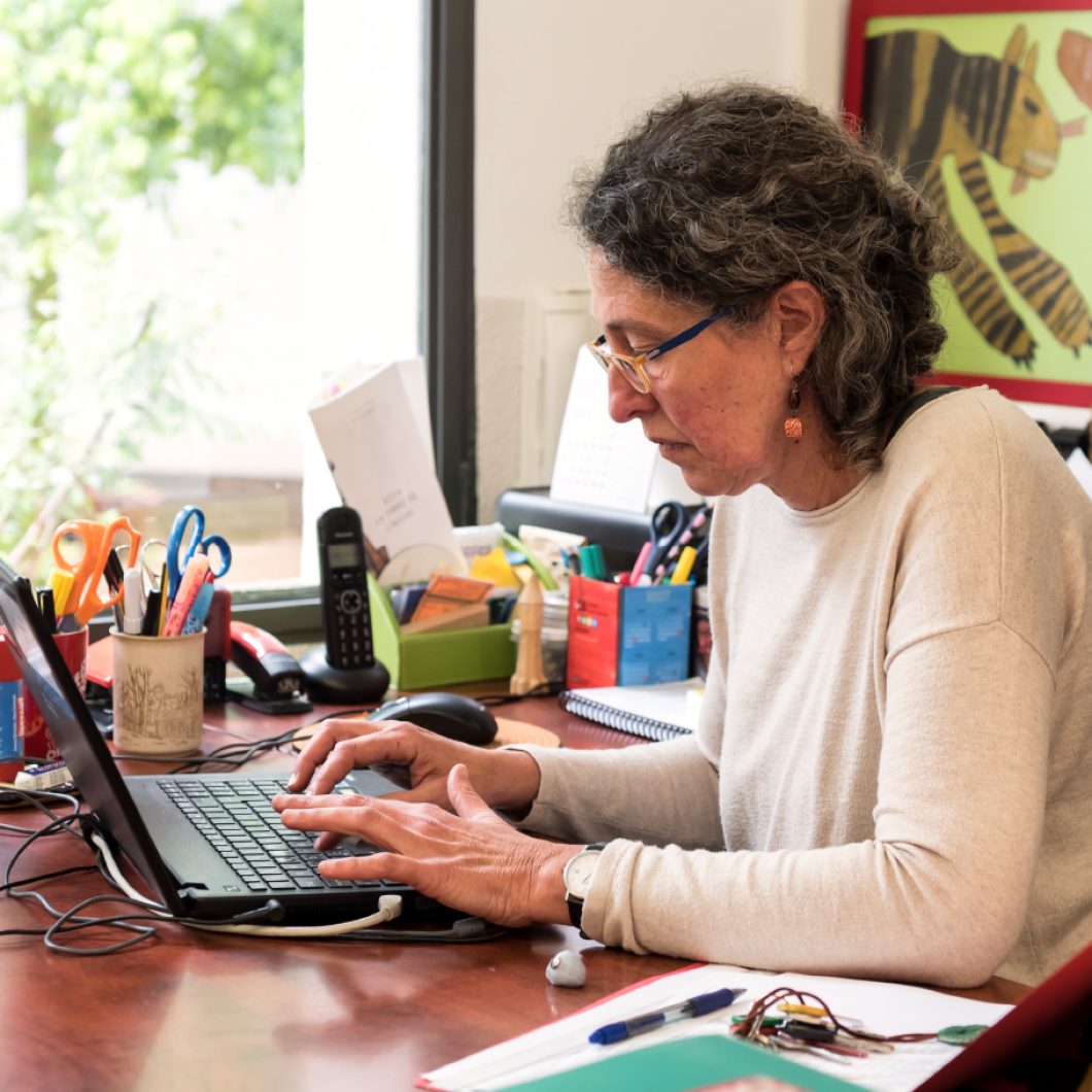 Dades obertes per a la recerca en educació vol generar coneixement sobre les bases de dades que serien útils per a la recerca, la manera d'accedir-hi i l'opinió de la comunitat investigadora sobre les dades obertes.