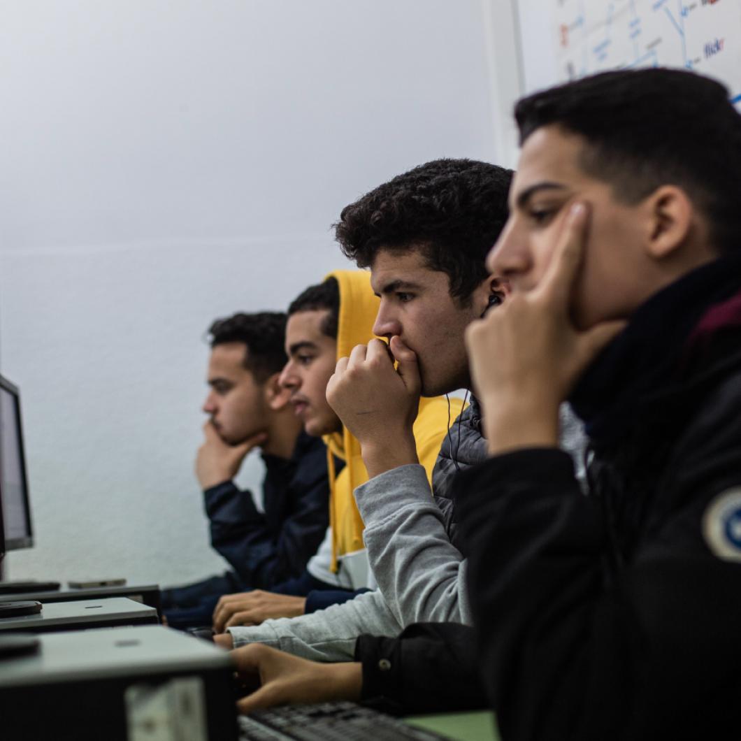PIAAC (Assessment of Adult Competencies) és una prova impulsada per l'OCDE i els seus països membres per avaluar les competències de la població adulta en tres grans àrees de competències: lectora, matemàtica i solució de problemes en entorns tecnològics.