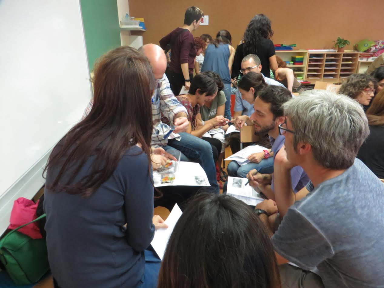 30 centres educatius inicien un procés creatiu per repensar la relació família-escola