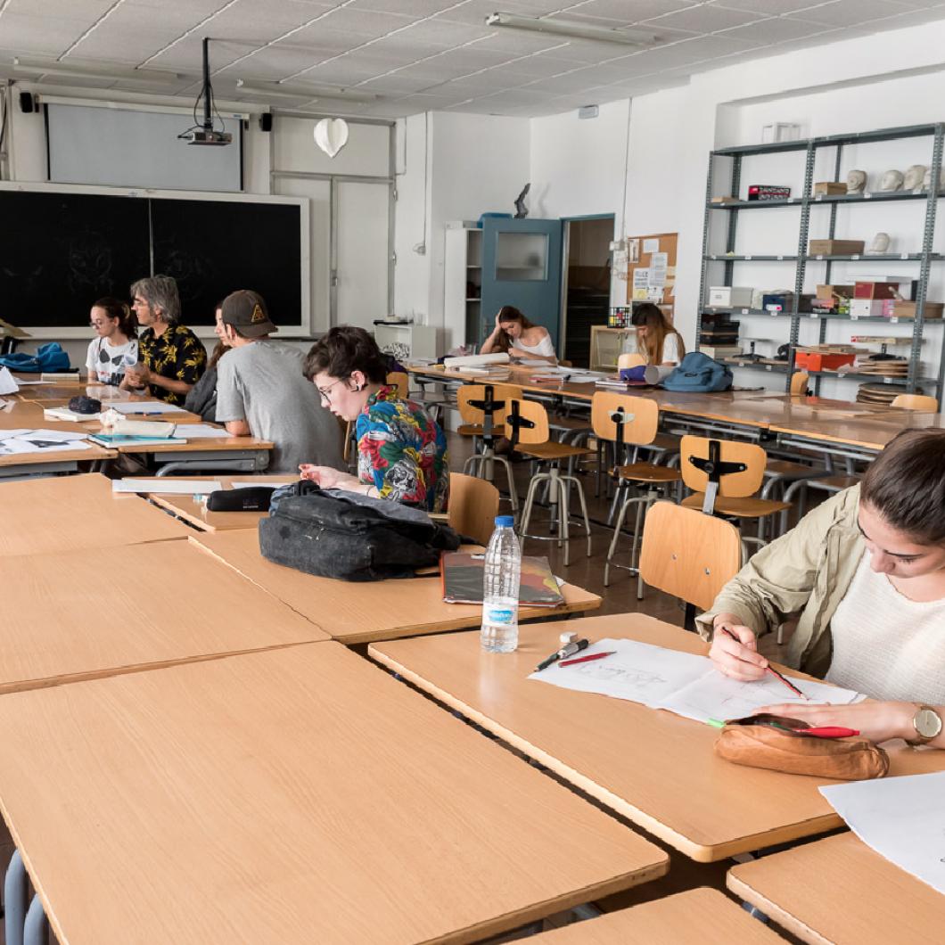 Crisi, trajectòries socials i educació és la tercera d'una línia de recerca continuada sobre educació i mobilitat social a Catalunya, a partir de les dades del Panel de Desigualtats Socials a Catalunya (PaD).